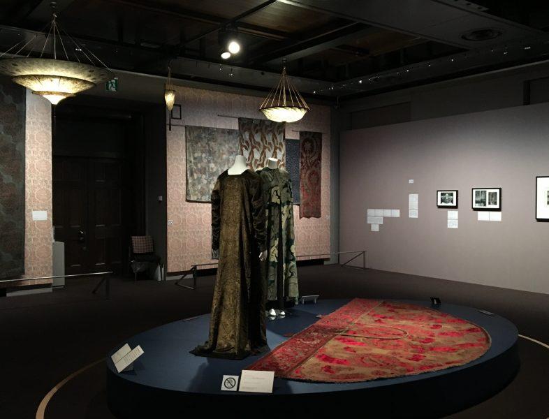 マリアノ・フォルチュニ 織りなすデザイン展 会場の様子1